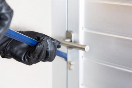 Способы как защитить входные двери от воров